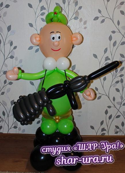 солдат из шаров