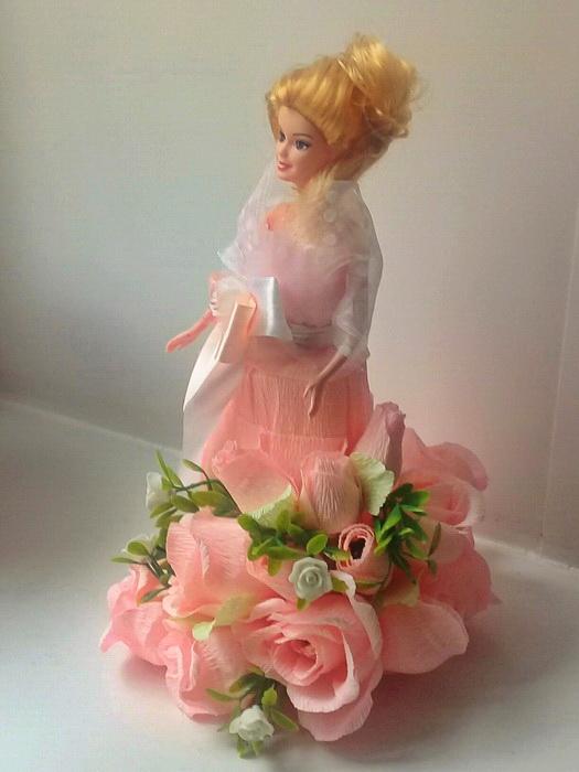 букет из конфет с куклой